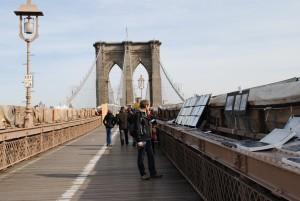 Vedno poln Brooklynski most – zapolnjujejo ga tudi umetniki.