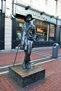 Kip Jamesa Joycea – znanega irskega literata, ki je napisal tudi delo Ulikses, v katerem se na 16. junij glavni junak sprehaja po irski prestolnici. Tako se na ta dan vsako leto najde nekaj ljubiteljev Joyceove literature, ki se poda po pisateljevih korakih skozi Dublin.