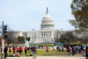 Prihod v Washington pozdravi veličastni Kapitol.