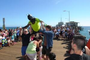 Na fotografiji je utrinek dogajanja ob plaži.