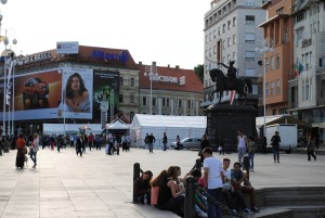 Živahno življenje na osrednjem mestnem trgu – Trgu Bana Jelačića.